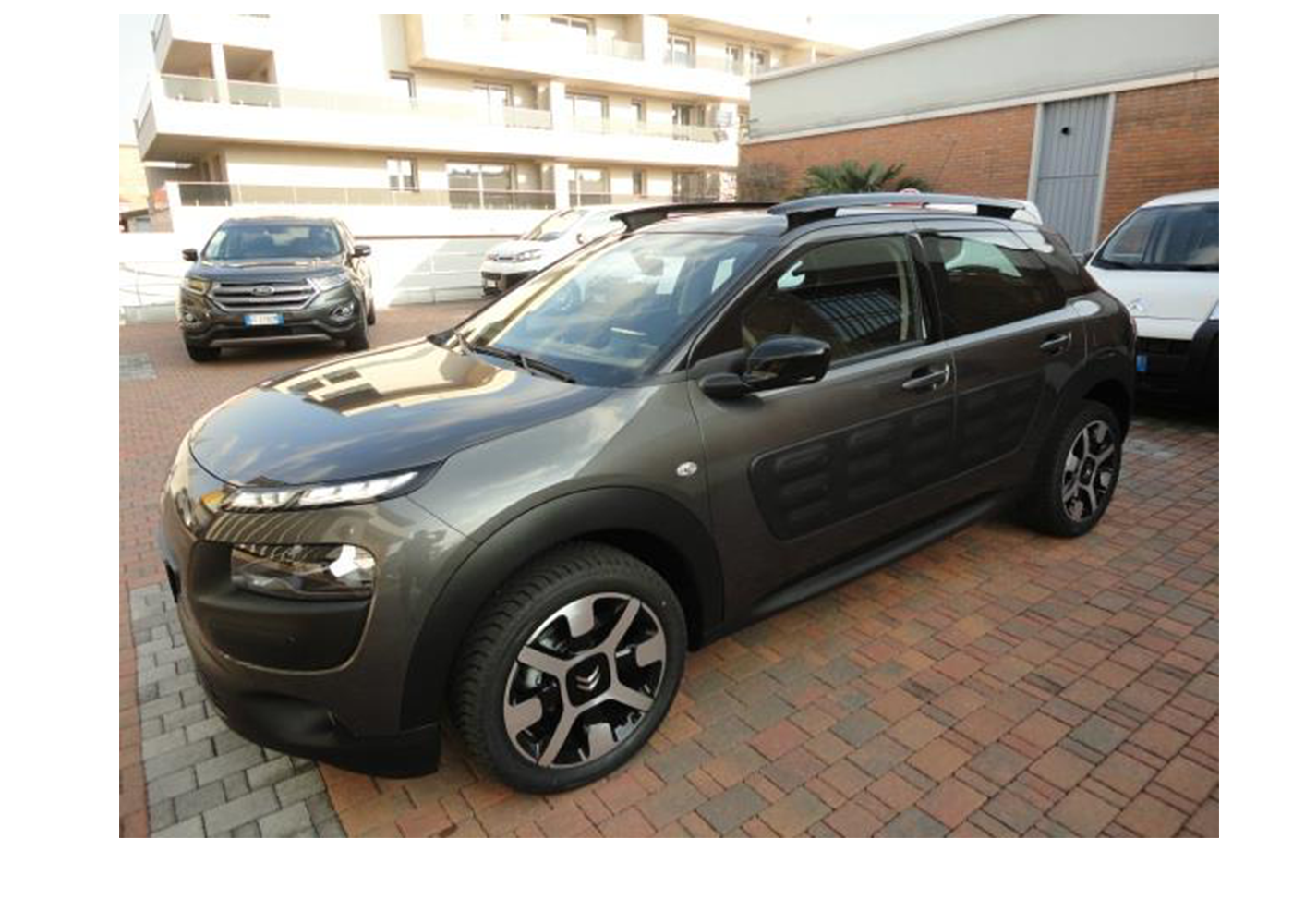 citroen c4 cactus bluehdi 100 feel edition grigio platinium km0 a soli 14550 su miacar x90mq. Black Bedroom Furniture Sets. Home Design Ideas